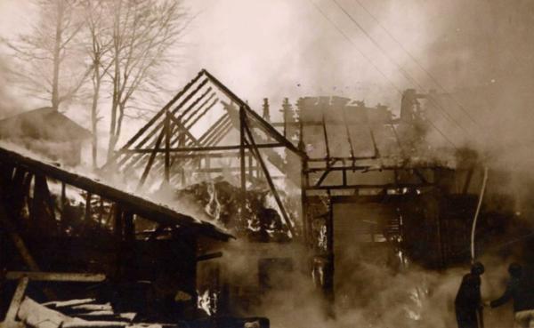 1954 brannte der hof vollständig ab.
